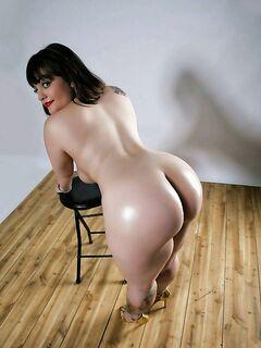 Домашние милфы снимают трусики и показывают голые попки секс фото и порно фото