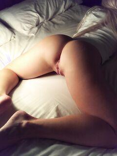 Девицы показывают большие попки и писечки на домашних снимках секс фото и порно фото