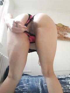 Эмо-телка позирует дома и дрочит письку крупным планом секс фото и порно фото