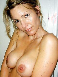 Бабы за 30 показывают большие дойки и раздвигают ноги секс фото и порно фото