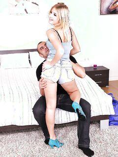 Сперма хахаля потекла блондинке с подбородка на дойки после секса секс фото и порно фото
