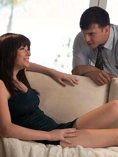 Зои Никсон трахается с соседом до камшота на груди в своём доме секс фото и порно фото