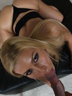 Милфа нежно целует залупу и берет в рот до камшота секс фото и порно фото