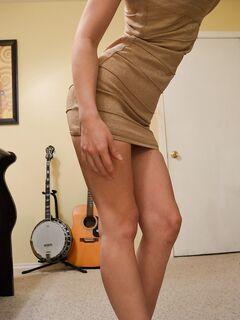 Вебам-модель позирует топлесс в разных местах на камеру секс фото и порно фото