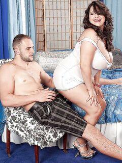 Чувак лижет большие сиськи жирной Melonie Max и порет её пилотку секс фото и порно фото