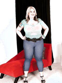 Толстуха с пирсингом на сосках показывает большие сиськи секс фото и порно фото