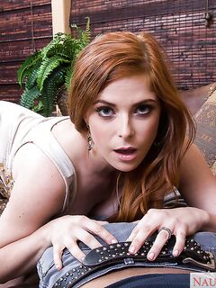 Рыжеволосая красавица сосет член мужа до камшота в рот секс фото и порно фото