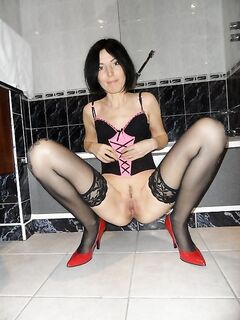 Дамочки выложили домашнюю обнаженку в сеть секс фото и порно фото