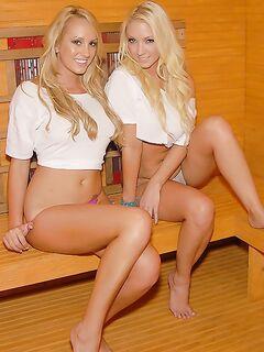 Лесбийский секс двух блондинок с силиконовыми дойками после сауны секс фото и порно фото