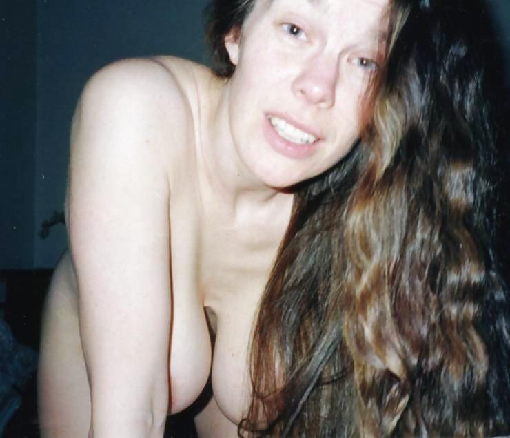 Грудастая бабенка выложила в сеть свою эротику и секс секс фото и порно фото