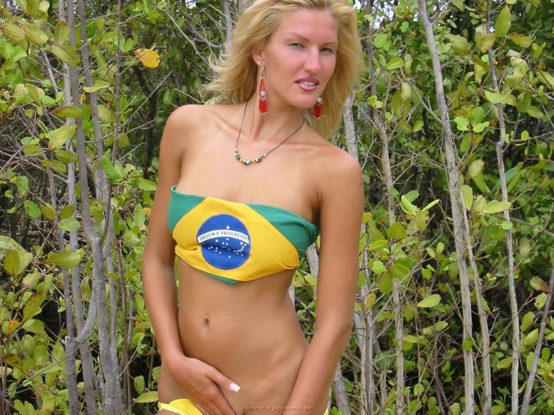 Россиянки выложили обнаженку с отдыха на море секс фото и порно фото