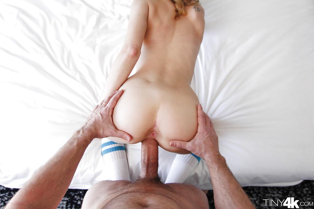 Мужик с большим стволом трахает подругу и кончил на ее лицо секс фото и порно фото