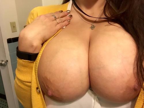 Девушки из соцсетей показывают огромные титьки секс фото и порно фото