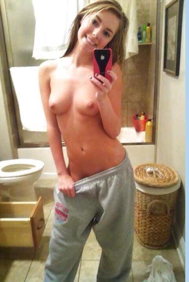 Селфи полуголых тёлок в домашних условиях секс фото и порно фото