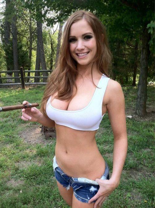 Стройные попки тёлок в коротких джинсовых шортиках секс фото и порно фото