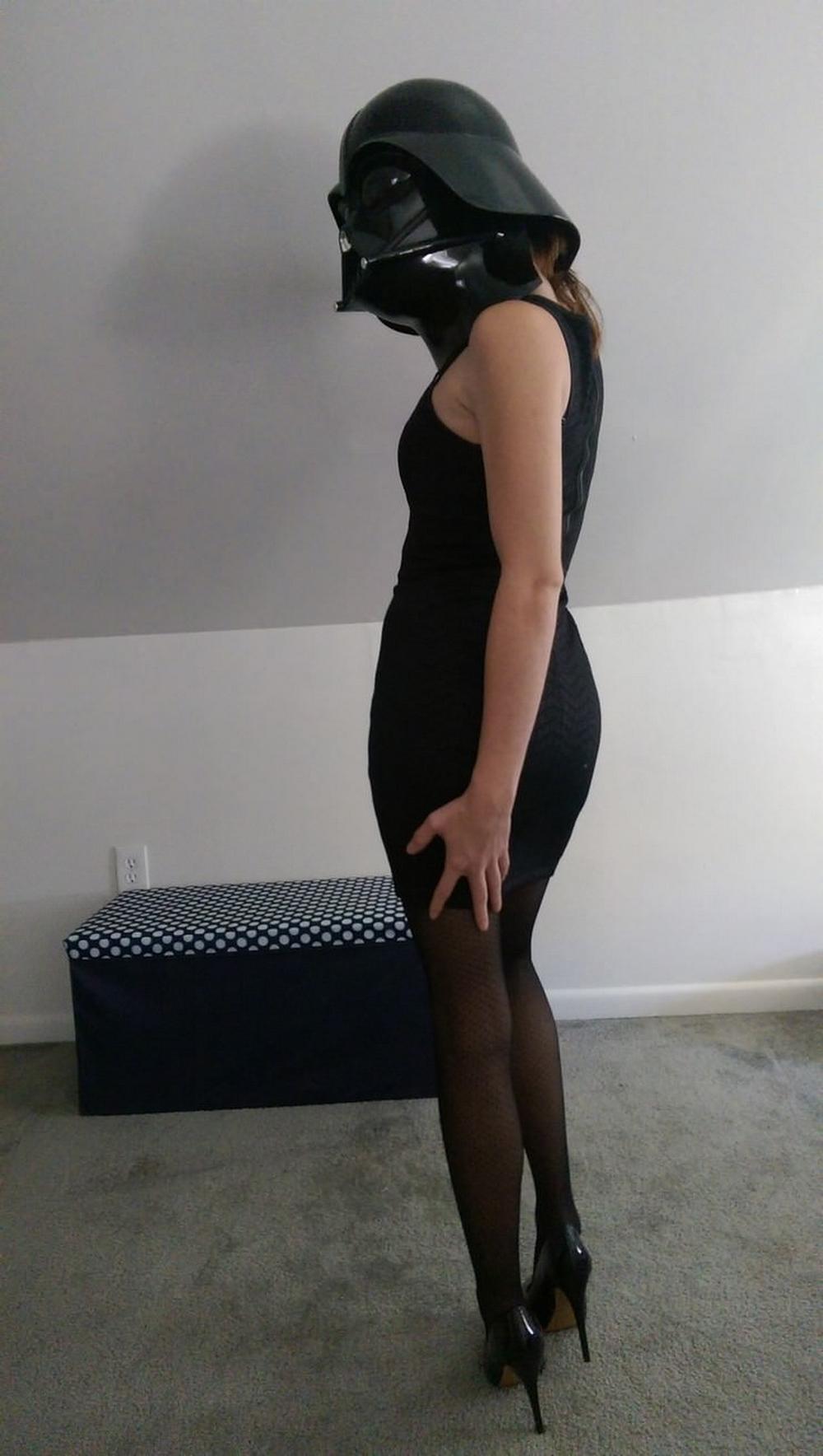 Девушка в чёрных чулках устроила домашний копслей Звездных Войн секс фото и порно фото