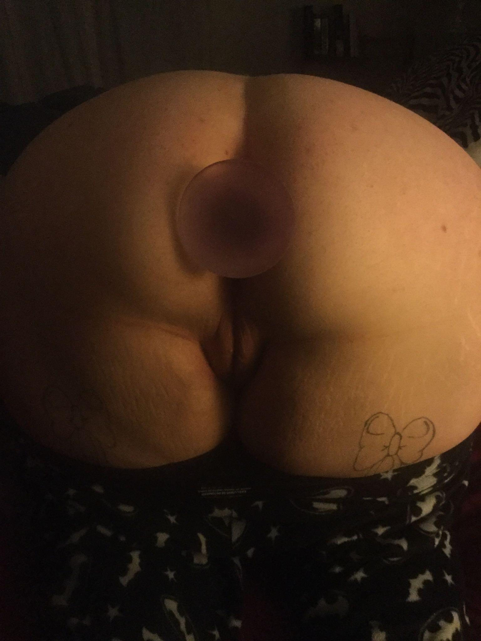 Девушки с анальными пробками в жопах крупным планом секс фото и порно фото