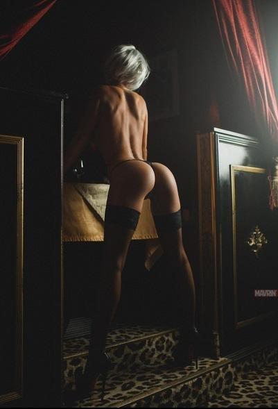 Округлые попки и большие сиськи телочек крупным планом секс фото и порно фото