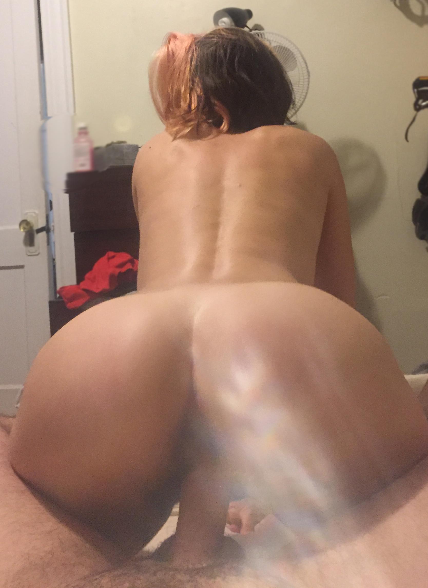 Частные кадры аппетитных попок девиц от 18 до 23 лет секс фото и порно фото