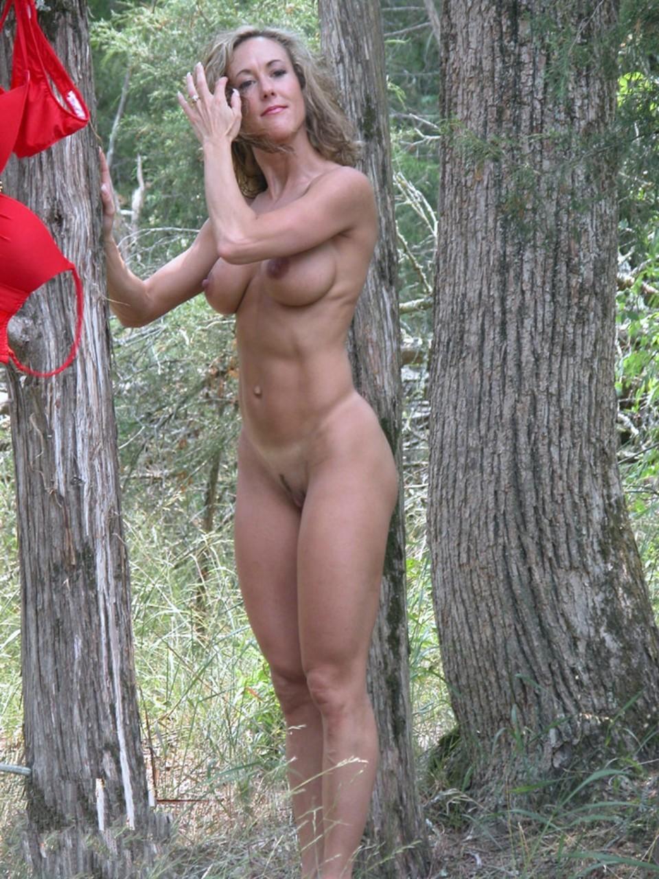 Пошлые мамки с большими сиськами на природе и дома секс фото и порно фото