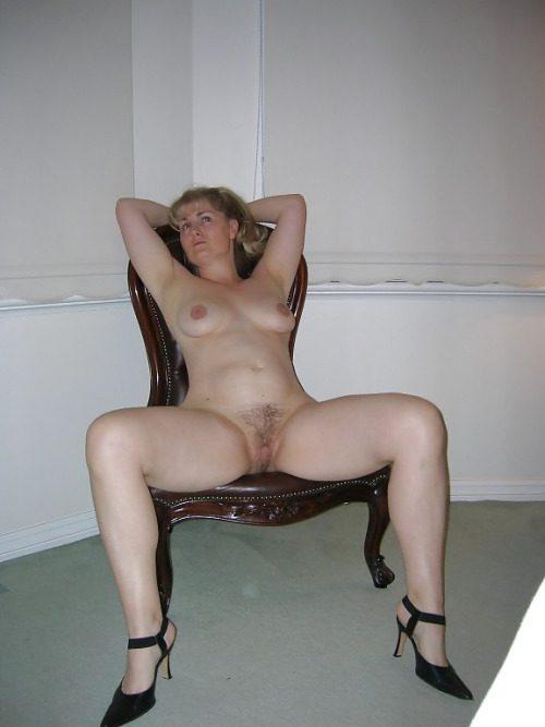 Мамочки с волосами пилотками раздвигают ноги в подборке секс фото и порно фото