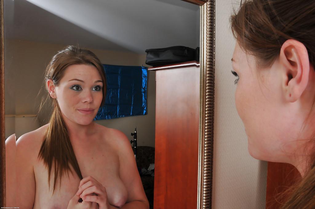 Телка после родов показывает обвислые дойки и вагину секс фото и порно фото