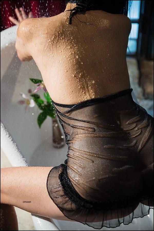 Подруги демонстрируют сладкие попки и красивые дойки секс фото и порно фото