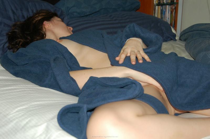 30летняя еврейка раздевается дома и в подъезде перед соседом секс фото и порно фото