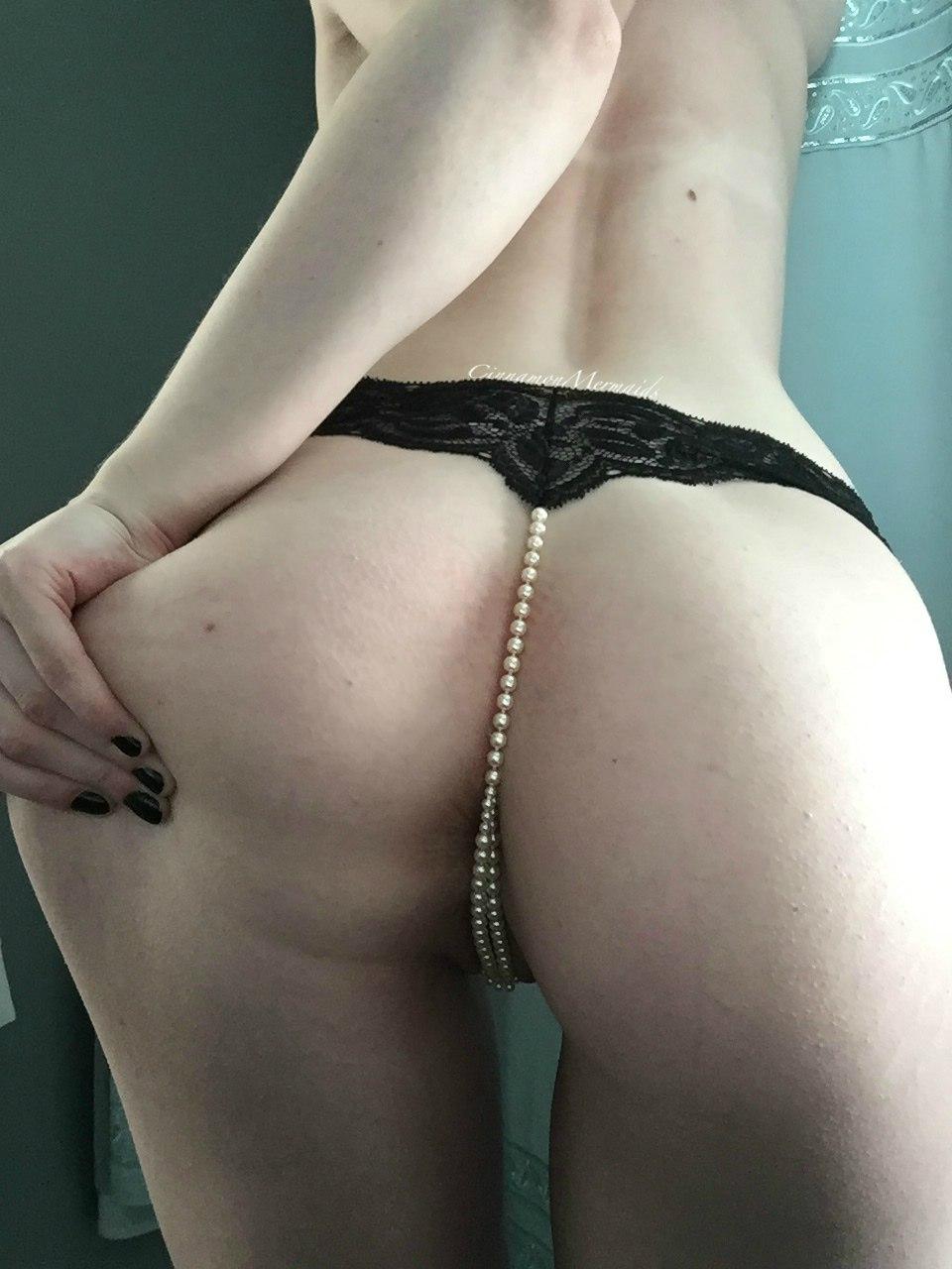 Узкая вагина и сиськи 18летней девицы в трусиках и голом виде секс фото и порно фото