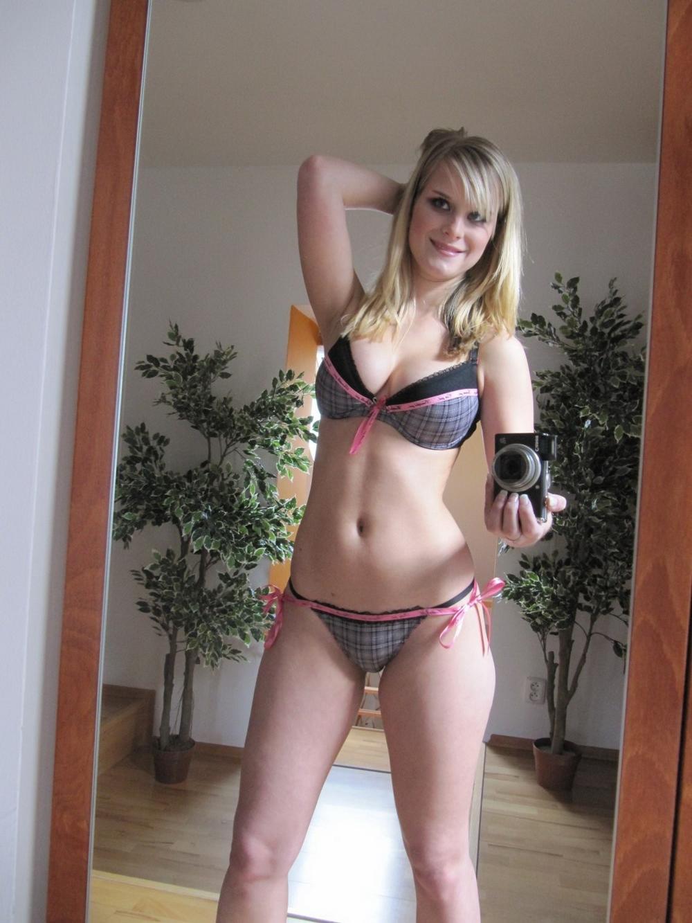 Домашние селфи больших сисек и вагины блондинки Marry Queen секс фото и порно фото