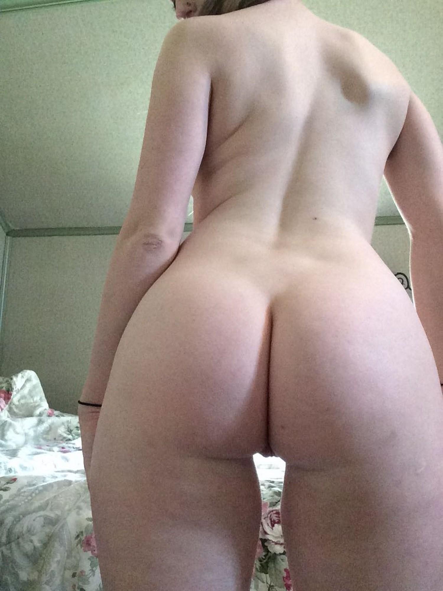 Домашние снимки жопастой неформалки с пирсингом в сосках секс фото и порно фото
