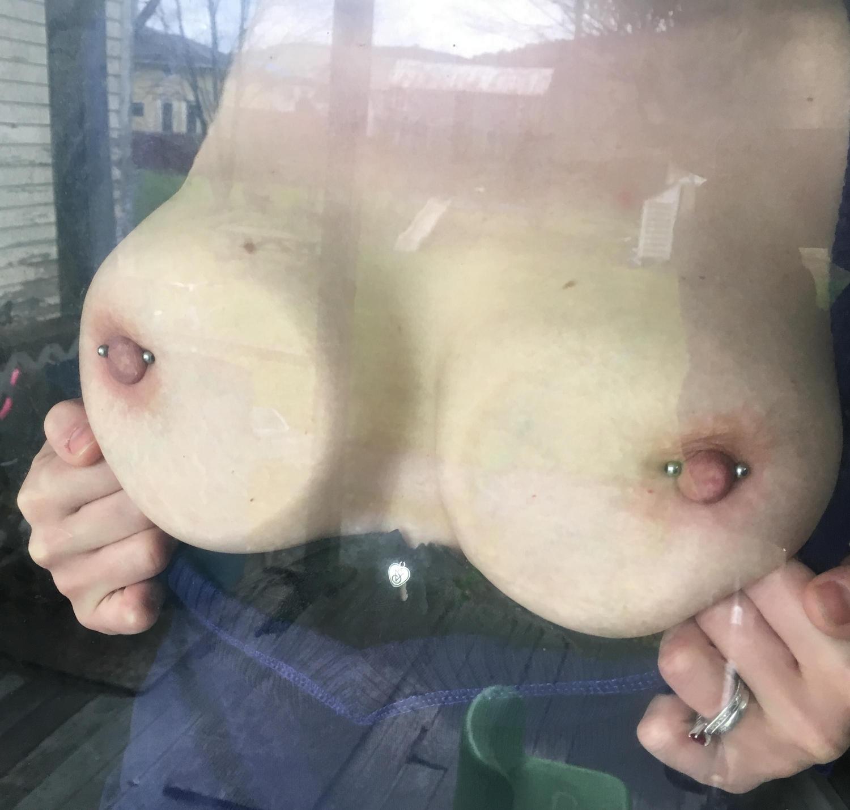 Фитоняшка примеряет наряды и показывает манду крупным планом секс фото и порно фото