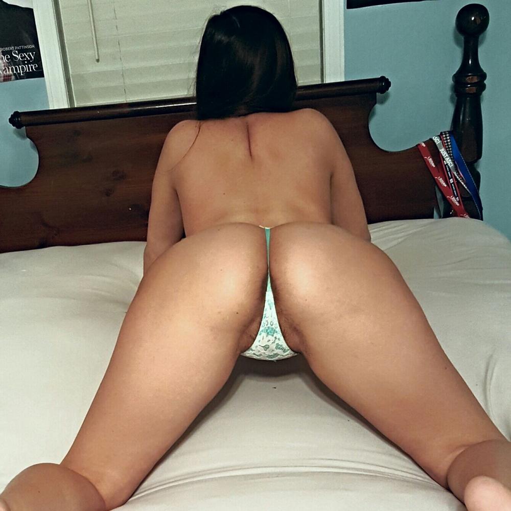Домашние селфи дырок голой студентки с сережками в сосках секс фото и порно фото