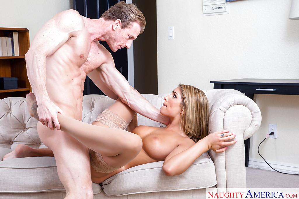 Мелированная блондинка в чулках трахается с любовником до камшота в рот секс фото и порно фото