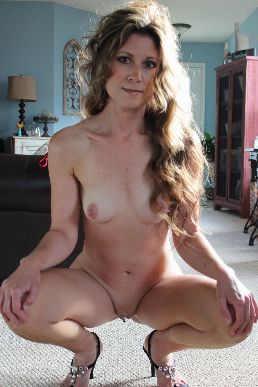 Бритые письки девушек в домашней обстановке секс фото и порно фото