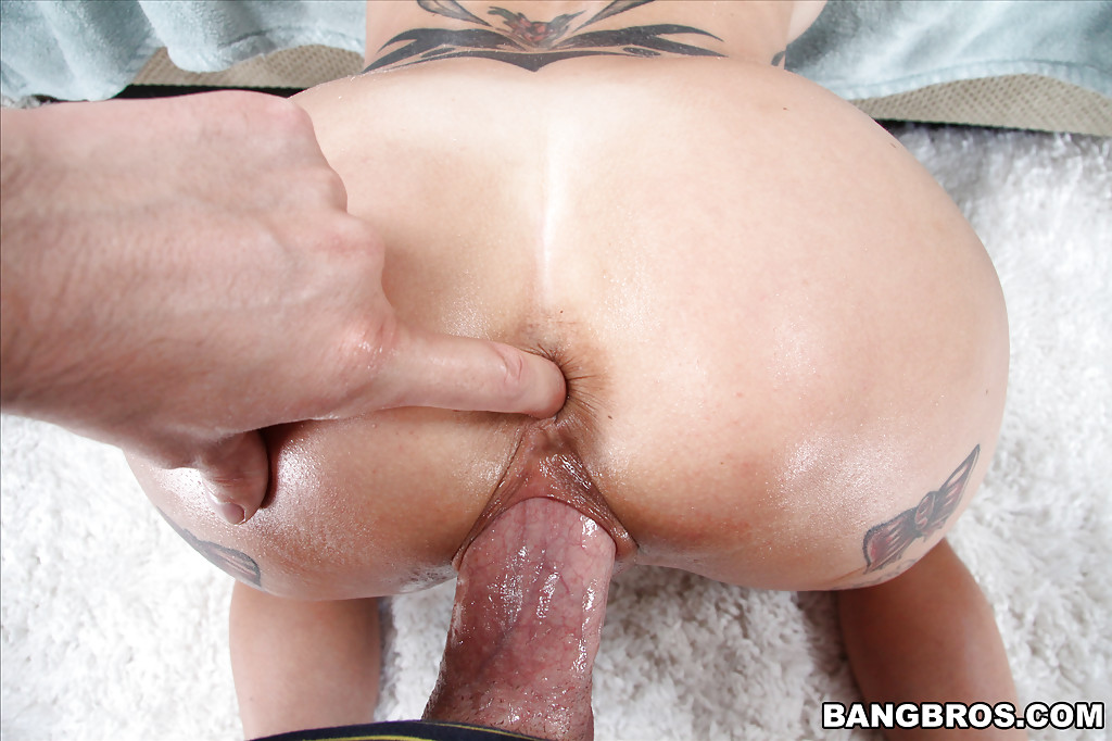 Анна Белл Пикс заглотнула болт задрота и он кончил ей в писю секс фото и порно фото