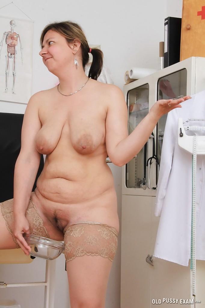 Жирная мама Iva Wild с пузом провела медосмотр своей пилотки секс фото и порно фото
