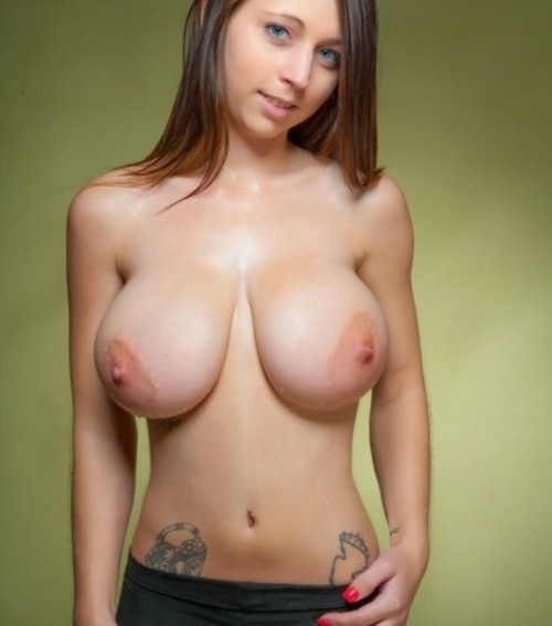 Натуральные сиськи большого размера девушек и мам в подборке секс фото и порно фото