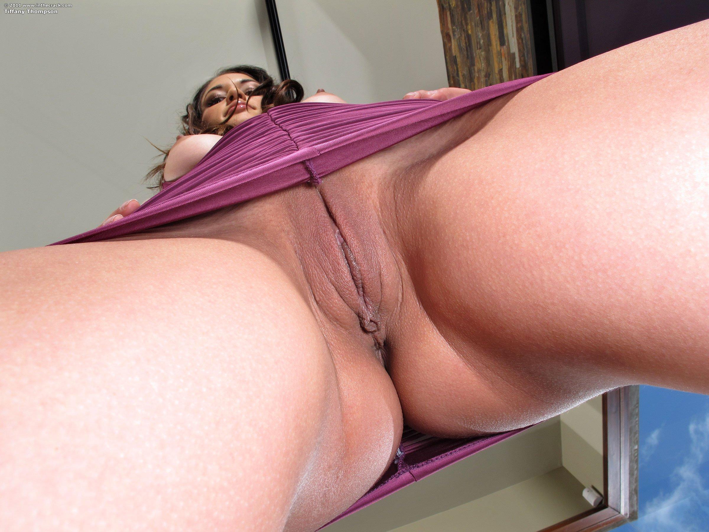 Сборник голых пилоток с видом снизу секс фото и порно фото