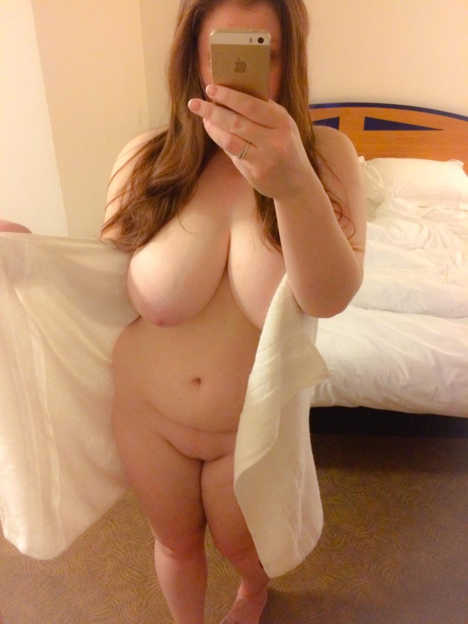 Пышки не смущаются показывать голые титьки секс фото и порно фото