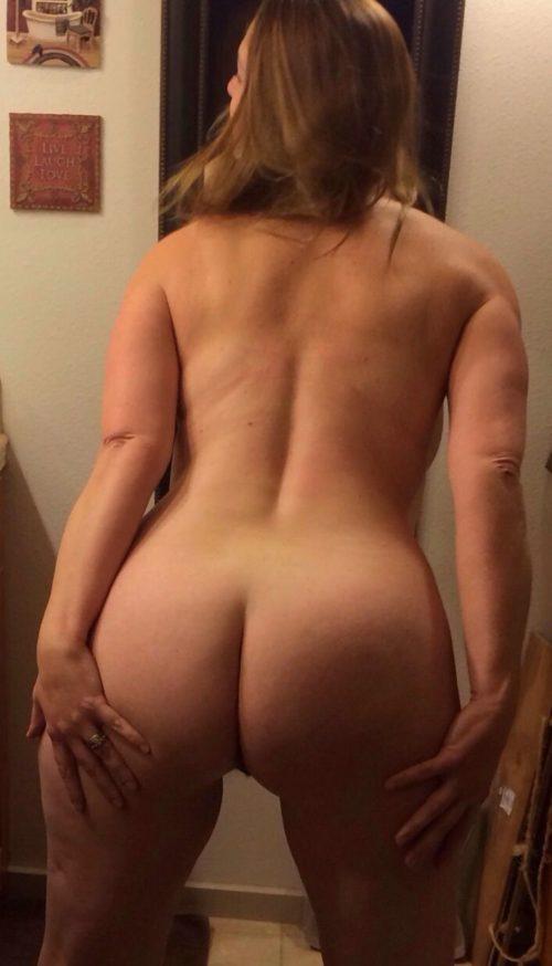 Девушки показывают свои бритые пезды, стоя раком секс фото и порно фото