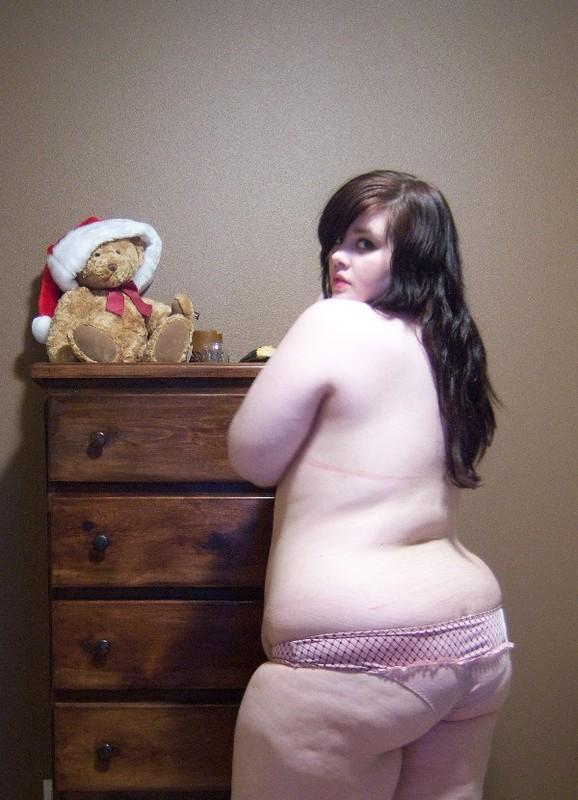 Тёлки с пышными формами показывают свои прелести на камеру секс фото и порно фото