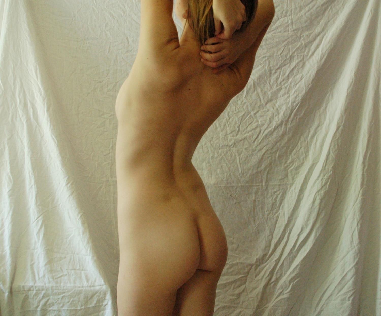 Сочная студентка показывает своё тело в домашних условиях секс фото и порно фото