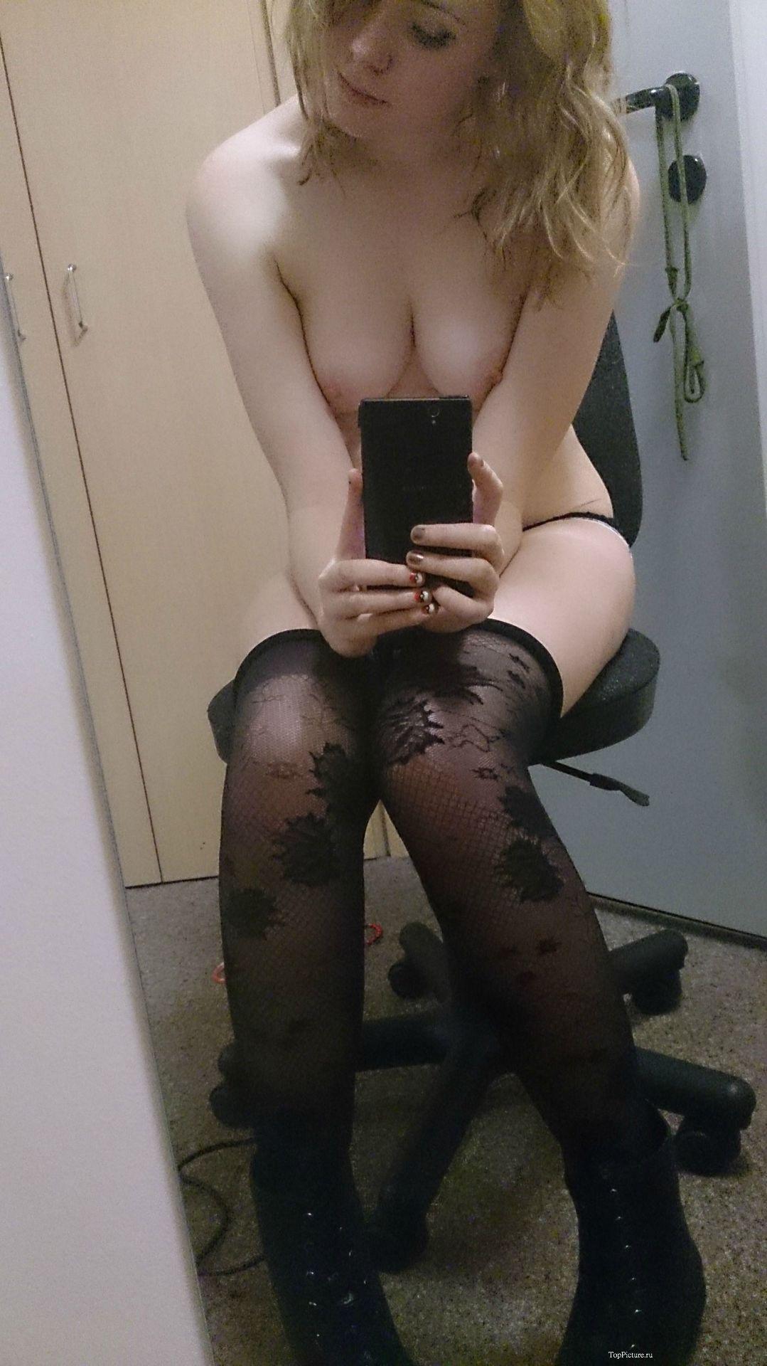 Голые пилотки тёлок в домашних условиях секс фото и порно фото