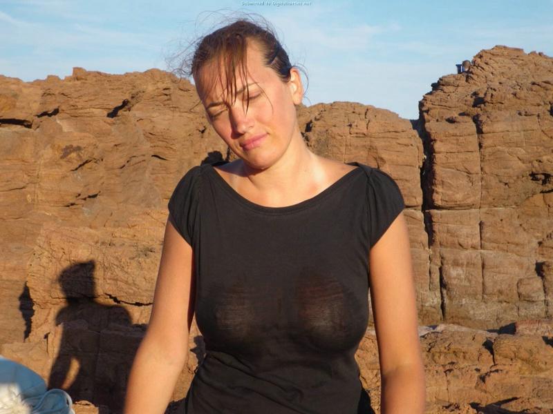 Русская тётка демонстрирует тело на природе секс фото и порно фото