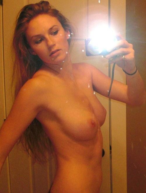 Тёлки демонстрируют свои тела крупным планом секс фото и порно фото