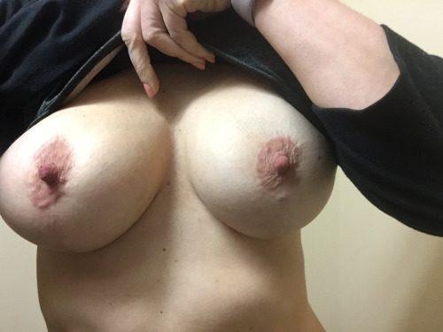 Подборка домашних сисечек с набухшими сосками секс фото и порно фото
