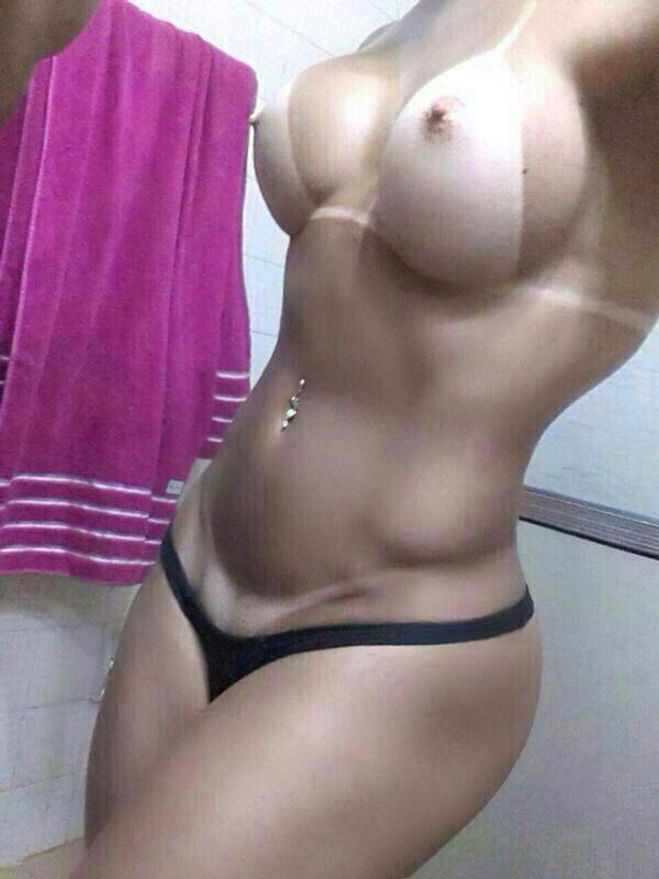 Пошлые любительницы от 18 лет красуются голыми титьками в сети секс фото и порно фото