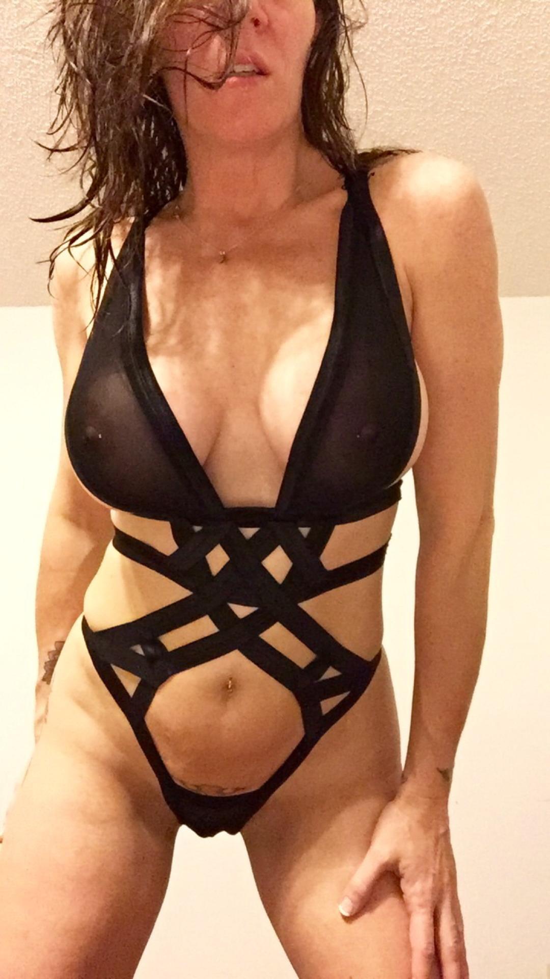 Голые мамы из Европы демонстрируют большие дойки секс фото и порно фото
