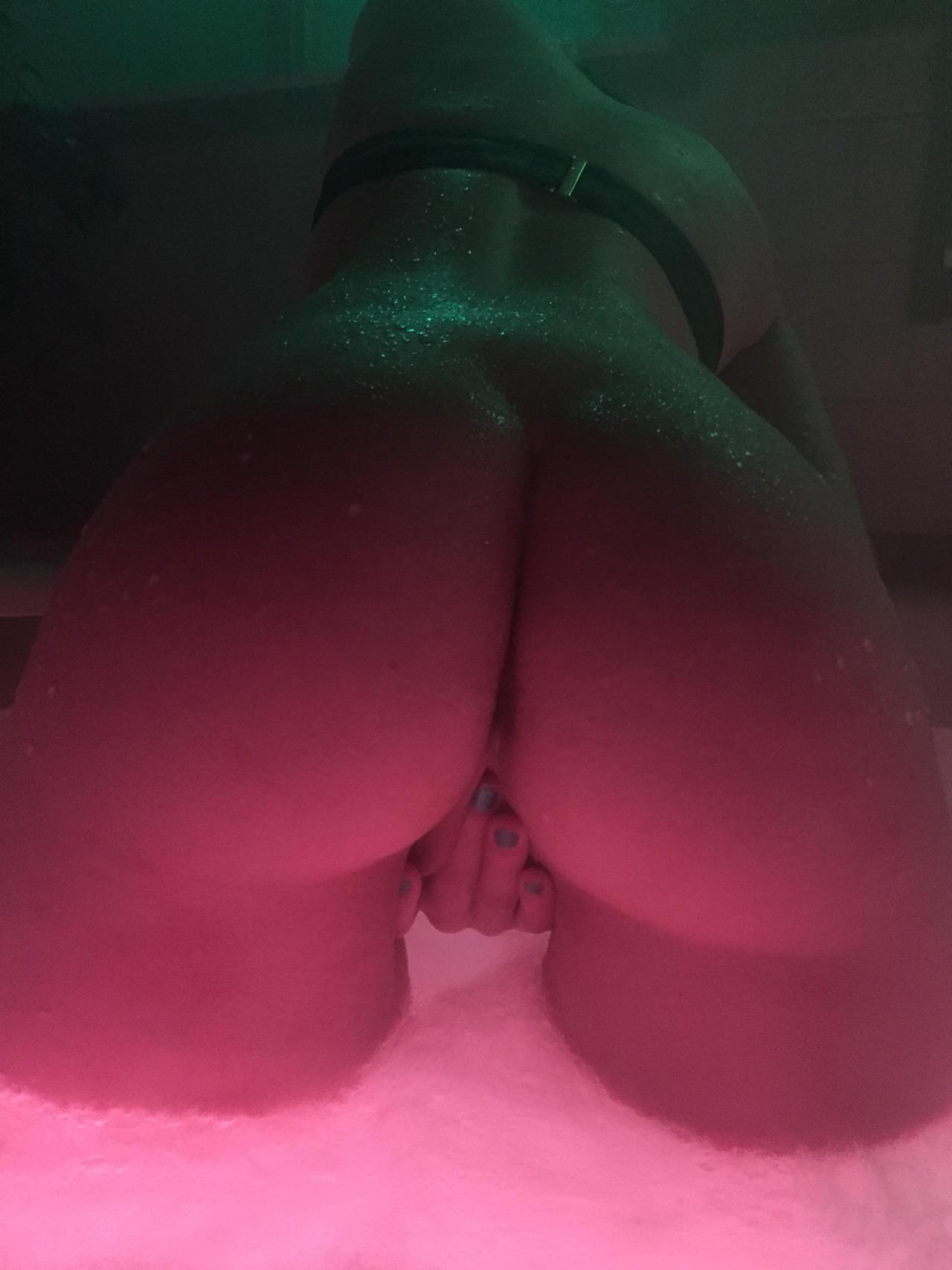 Сочные попки домашних телочек из России секс фото и порно фото